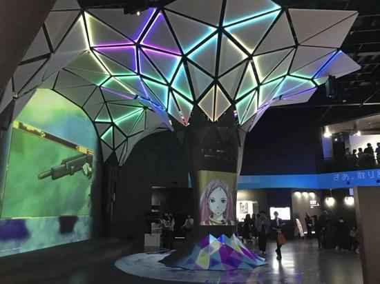 巨大的中庭,左边的大屏投影处可以进行互动